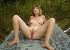 Mature woman spreading..