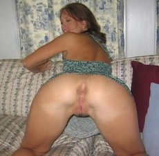 Sexy MILF with her shaved..