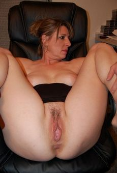 Hot chubby milf shows..