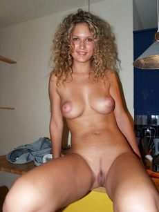 Hot curly blonde showing her..