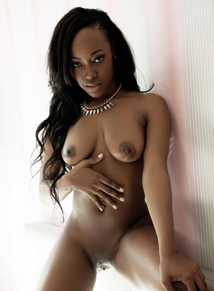 Lovelyn – nude ebony..