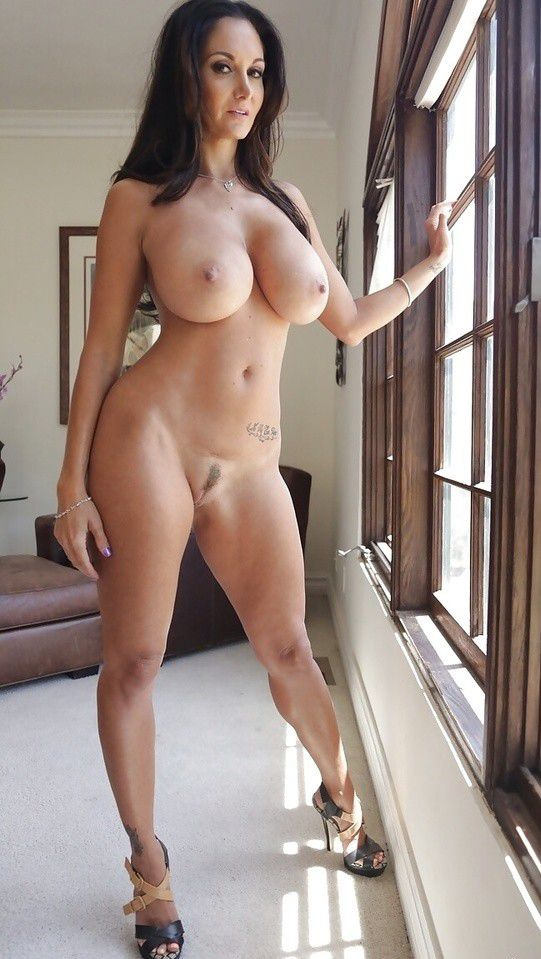 Horny Milf at home wait..